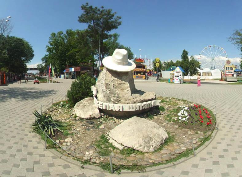 belaya-shlyapa-v-anape